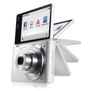 三星 MV900F 数码相机 白色(1630万像素 3.3英寸可翻转触摸屏 5倍光学变焦 25mm广角 内置4G卡)